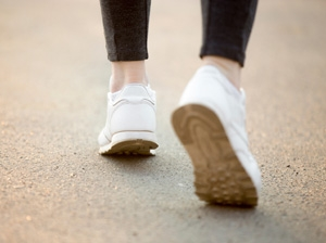 More daily steps 'boosts life expectancy'